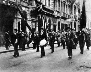 Desfile de voluntários em 1932. Fonte: Revista Mundo Ilustrado. Clique para ampliar
