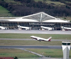 avion-despega-del-aeropuerto-de-Loiu