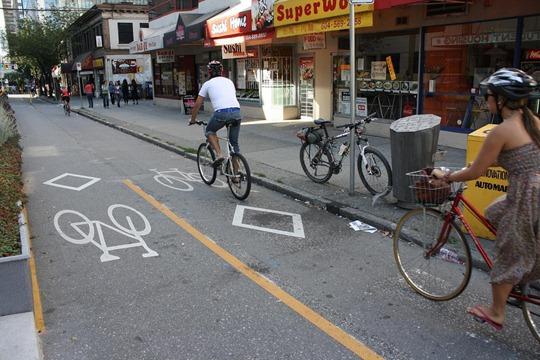 Vancouver - Dunsmuir st bike lanes