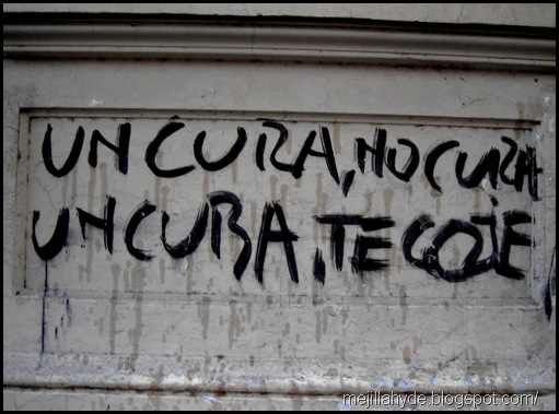 Un cura, graffiti, Buenos Aires