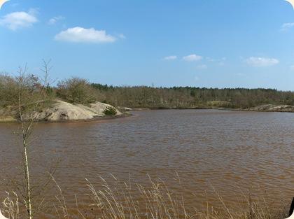 Okkerbrun sø