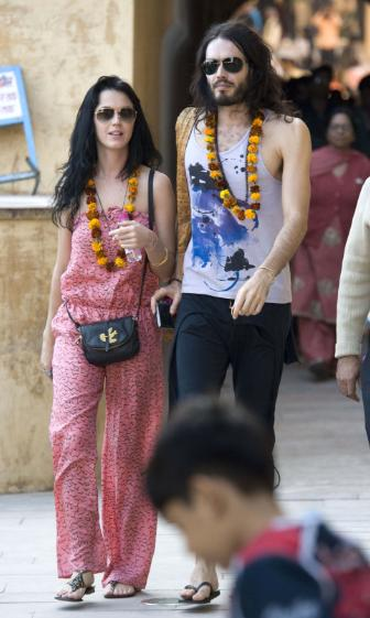 Katy Perry Has New Tattoo With Russell Brand In India And Photoshoot With JT