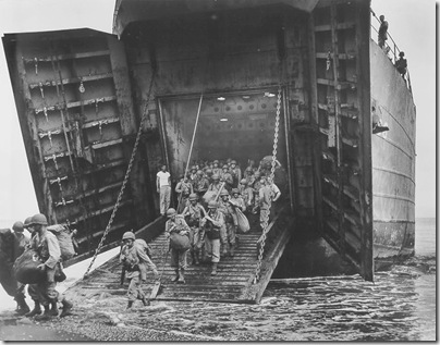USS_LST-66_disembarks_troops_during_invasion_of_Cape_Gloucester