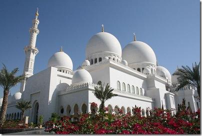 800px-Mezquita_Sheikh_Zayed-Abu_Dhabi3525