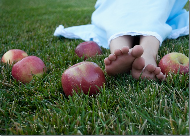 MD.summer.apples&grass&toes