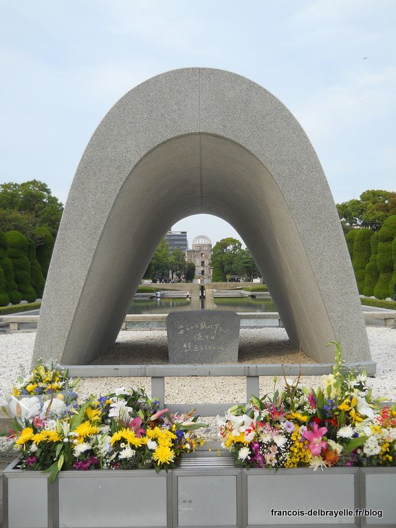 Cénotaphe aux victimes du bombardement
