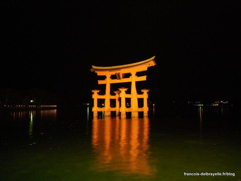 Torii du sanctuaire Itsukushima sur Miyajima