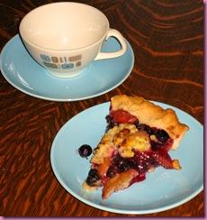 appleblueberry pie slice