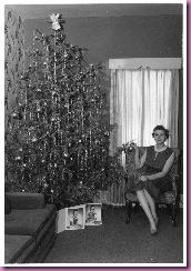 woman with christmas tree1
