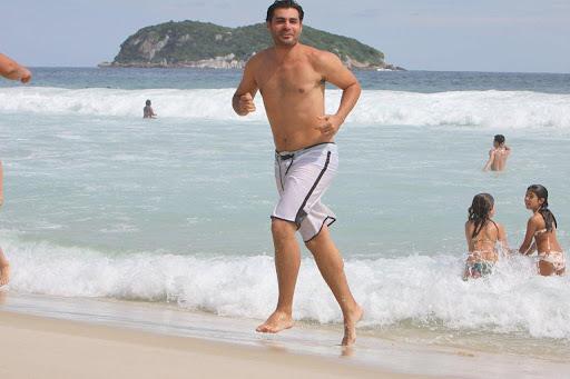 http://lh3.ggpht.com/_PnQvEpQ3eH8/S15M9eBrCmI/AAAAAAAAyoA/3PGtDUocNyk/Thiago_Lacerda_praia_02.jpg