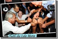 """Lele Mora, in dure ed estenuanti fasi di """"lavoro"""""""