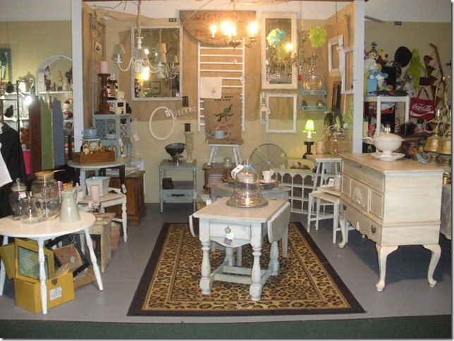 antique show and chalk paint 019