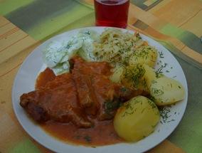 la carne con verduras del menú