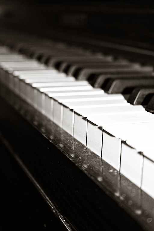 Piano Creamy Black & White