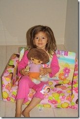 Anica en Dora op die nuwe Dora bankie