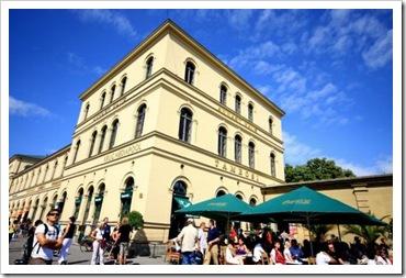 Café-Tambosi---Munich-Blau-Architektur-510x510