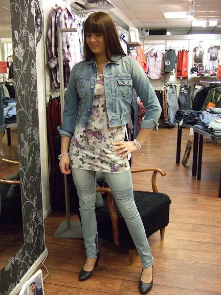 Sisters Point jeans 599 kr, top 329 kr, Levis jeansjacka 1299 kr