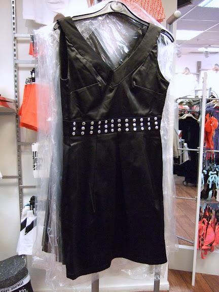Cool klänning med nitar i midjan från Sister Point