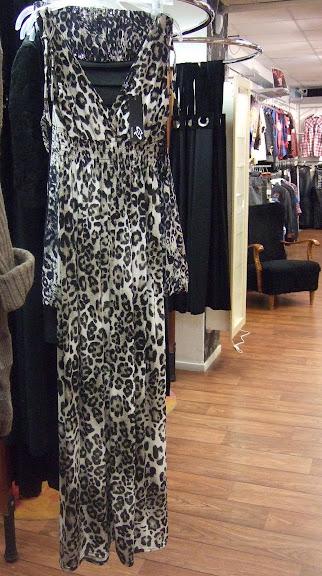 Långklänning i leopardmönster