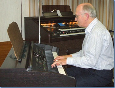 Alan Dadson, gave his debut performance for the Club and played a couple of tunes on the Clavinova. Nice touch Alan. Alan is also the Secretary to the Organ Society of New Zealand Inc. but obviously can't get enough of a good thing - enthusiasm personified!