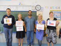 Los profesores con las banderas de sus respectivos países y Javier López del Amo