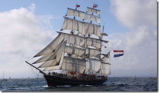 Stad-Amsterdam-crossing-the-start-line-1