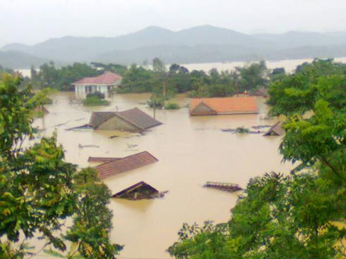 Hình ảnh bảo lụt miền Trung thân yêu
