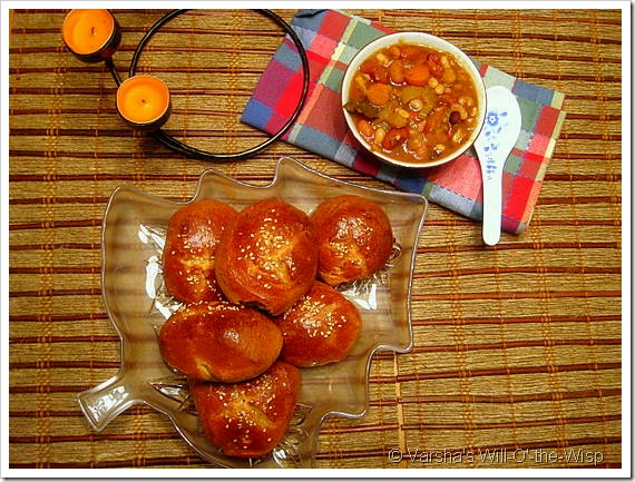 Whole Wheat rolls with Bean stew