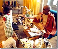 Shrila Prabhupada distributing prasadam