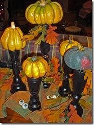 pedestal-pumpkins