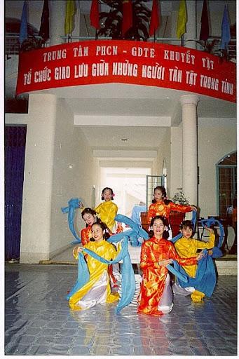 Chương trình vui trung thu của nhóm Tình thương Nha Trang Hung-007_001