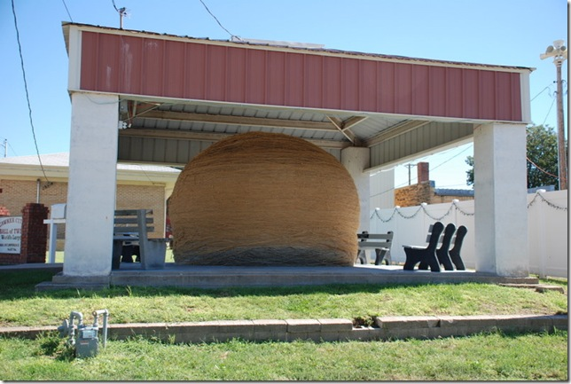 09-24-10 F Largest Ball of Twine - Cawker City 005