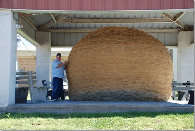 09-24-10 F Largest Ball of Twine - Cawker City 007