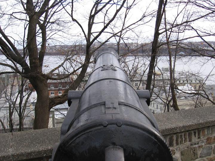 Canon en haut des remparts