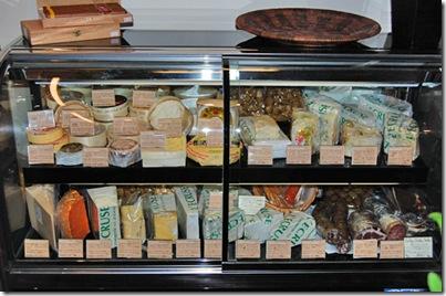 frigo di formaggi