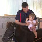 Emma (et son papa Sylvain), déjà cavalière en herbe, la relève est assurée !