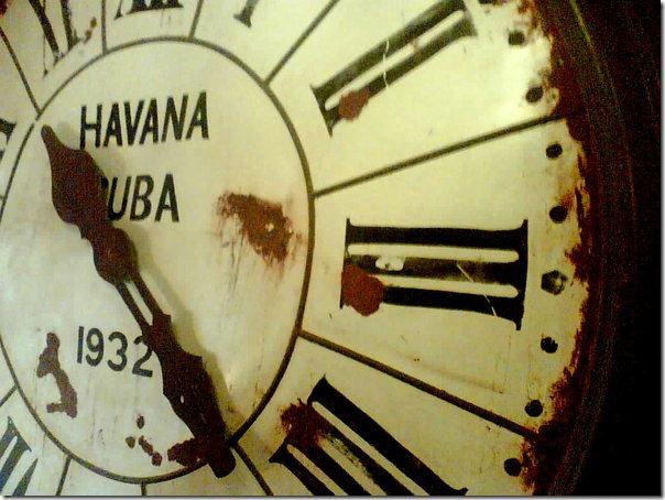 Para os Designers Inteligentes a vida seria como um relógio. Um relógio é feito de diversas minúsculas peças que foram concebidas por um relojoeiro. A vida é feita de pequenas coisas que só poderiam ser feitas por um ser supremo, um desenhista inteligente.