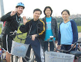 Scott ran into the Xie family (from the Yonghe church) while biking by the river one night
