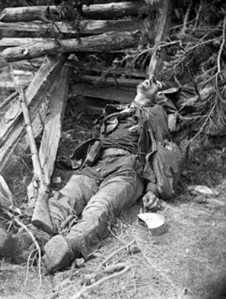 01186v-loc-spotsylvania-dead_confederate_near_mrs_alsops_house-18641