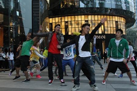 Glee Flash Mob Star World 3 (1024x683)