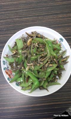 辣椒炒小魚乾