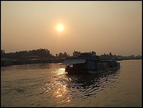 puesta de sol en Chau Doc