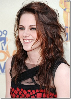 UNIVERSAL CITY, CA - MAY 31:  Actress Kristen Stewart arrives for the 2009 MTV Movie Awards at the Gibson Amphitheater in Universal City, California on May 31, 2009. (Photo by Evan Agostini/PictureGroup)