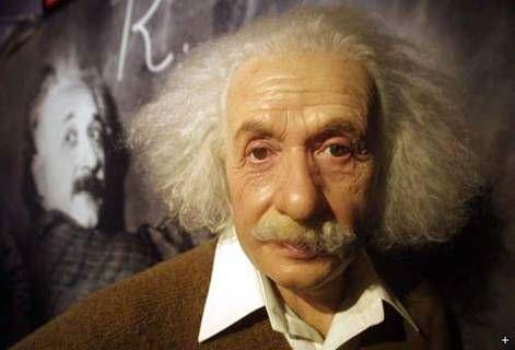 აინშტაინის ცვილის ქანდაკება(1879–1955)