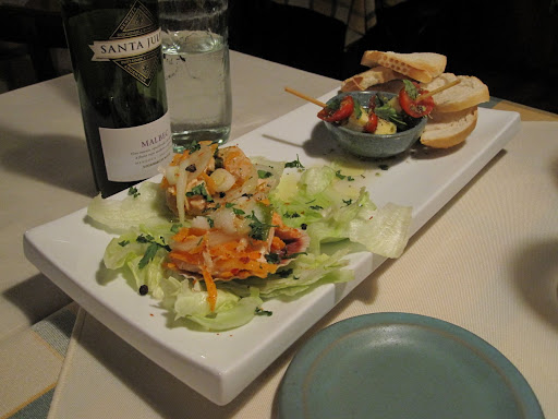 An entrada complements of the owner!  Trout and salmon ceviche and caprese salad skewers with toasted bread.