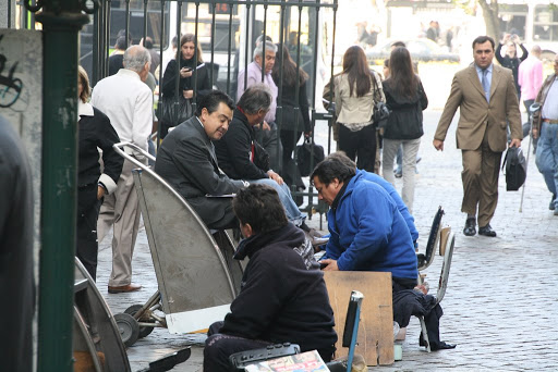 Santiago has plenty of shoe shiners