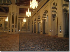 interior Sultan Qaboos Masjid