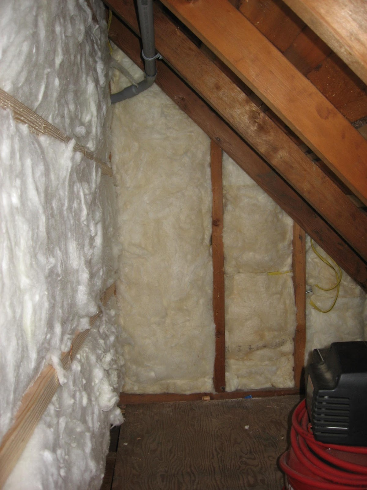 Knee Wall Insulation : Energy conservation how to what is wrong here