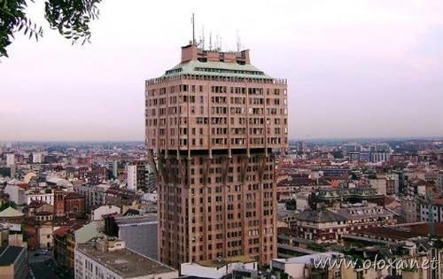 strange-skyscrapers-torre-velasca