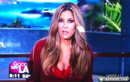 tv-anchors-booby-cleavage-20